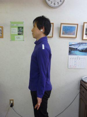 立位良い姿勢の見本の写真